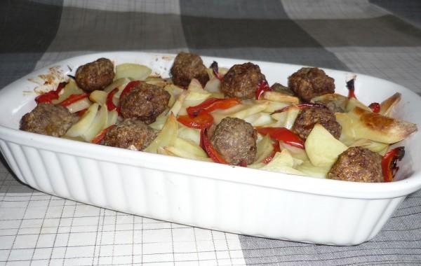 Gehakt, aardappelen en paprika uit oven