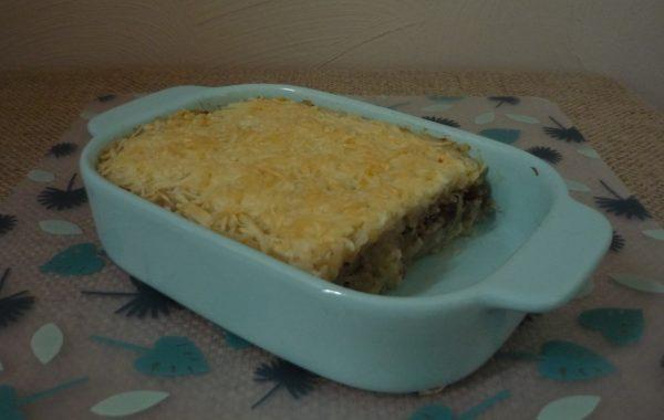 Zuurkool met ananas, rozijnen, puree en gegratineerde kaas